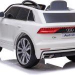 Audi q8 wit elektrische kinderauto achterkant 550x342
