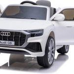 Audi q8 wit elektrische kinderauto met open deuren 550x342