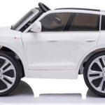 Audi q8 wit elektrische kinderauto zijkant 550x342