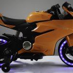 Diablo oranje elektrische kinder motor zijkant met licht aan 550x639