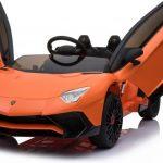 Lamborghini Aventador SV Roadster oranje elektrische kinderauto met open deuren 550x444